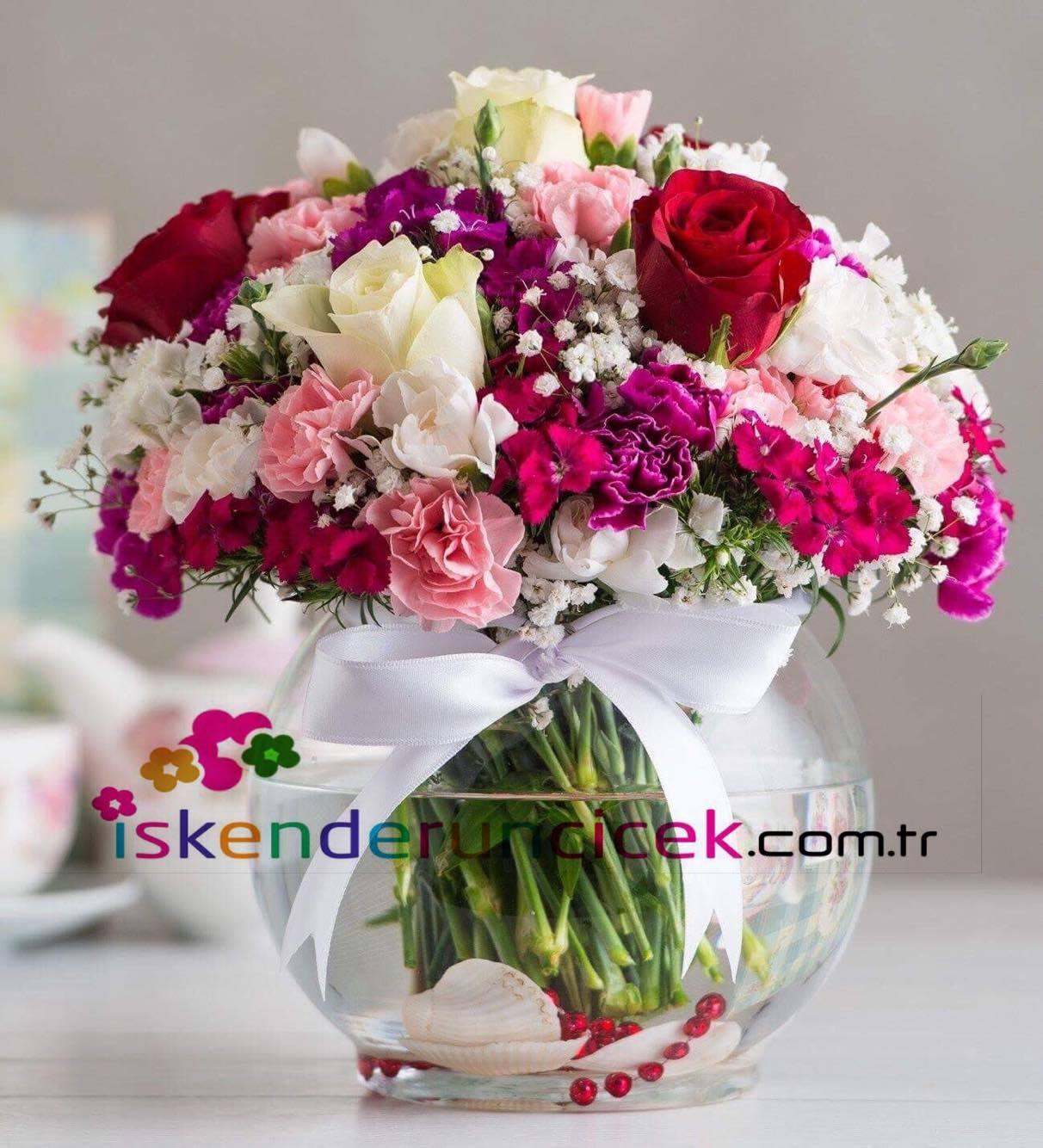 Cam Vanusta Mevsim Çiçekleri ve Güller